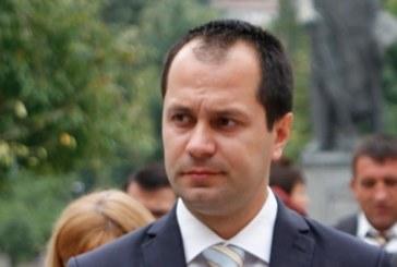 Кметът на Враца К. Каменов си навлече гнева на перничанин заради поредната обществена поръчка, дадена на благоевградски строител