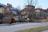 Ураганен вятър остави жители на Враца под открито небе