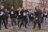 СЪВРЕМЕННИ ТЕНДЕНЦИИ! Седмо СУ в Благоевград с клип по песен на Джъстин Тимбърлейк атакува Наградата на музикалното състезание на Кеймбридж училищата в България
