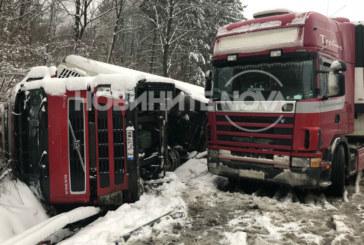 Благоевградски тир катастрофира на магистралата