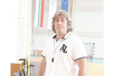 "Благоевградски наставник изведе отбор-дебютант до бронза в баскетболната ""А"" група"