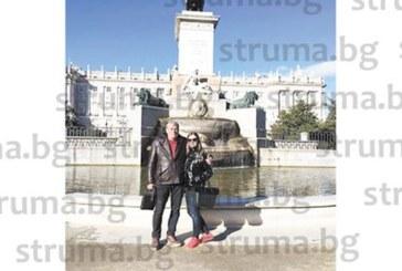 Директорът на МБАЛ – Благоевград д-р О. Митев разгледа с дъщеря си Кралския дворец в Мадрид