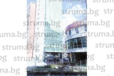 Инцидент в центъра на Благоевград! Композиторът К. Иванов ударен от парче тухла, докато преминава край саниращ се блок