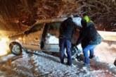 Какво да правим, ако закъсаме с колата в снега