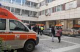 Новини от болницата! Затиснатият от потеглил бус в Симитли дистрибутор с кръвонасядане в белия дроб, ето как е станал инцидента