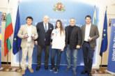 """Министър награди европейска шампионка от СК """"Гладиатор"""" и треньора й"""