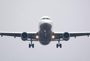 Стюардеси вързаха българин, буйства в самолета, иска в пилотската кабина