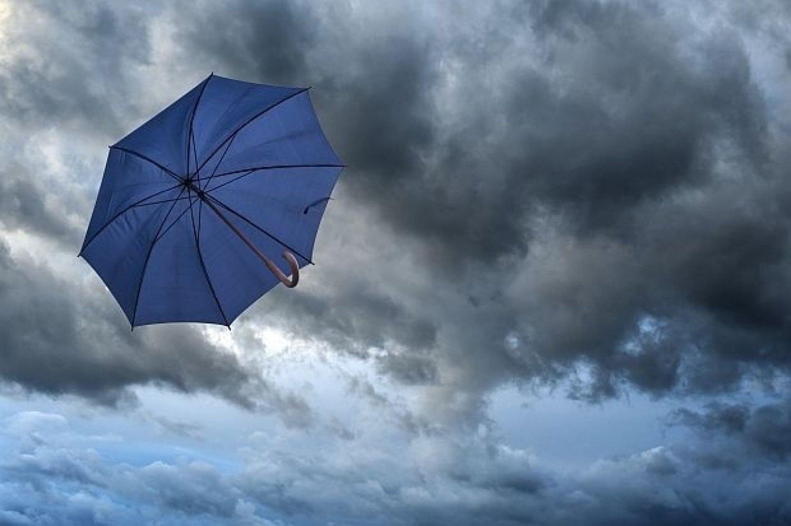 Облаци и дъжд, нахлува студен въздух
