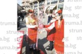 Дупничанки-емигрантки показаха на 1 март бъгарските мартеници в центъра на Милано