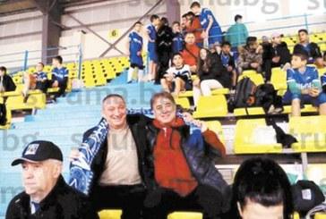 Директорите на 4-о ОУ и 6-о СУ подкрепиха своите отбори на футболен турнир в памет на Васил Левски