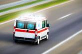 Моторист излетя от пътя, транспортираха го в болница