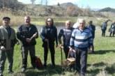 Пчелари и ЮЗДП засадиха ядливи кестени над Брежани, после заседнаха на скара в Симитли