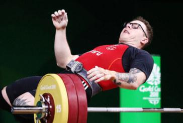 Щангист колабира, докато се опитва да вдигне 160 кг.
