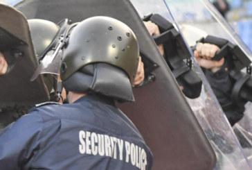 Щракнаха белезниците на бомбаджията, ранил полицайка на дербито Левски-ЦСКА