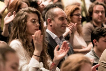 Дъщерята на президента Радев изгрява на сцената