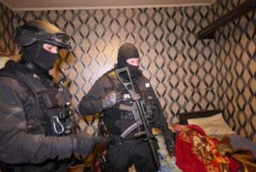 В Перник почерня от качулки! Масирана акция на ГДБОП в седем града, има арестувани