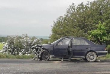 Зверска катастрофа със загинал, две коли се помляха