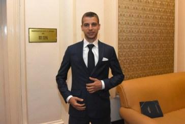 Кметският син и депутат Стефан Апостолов в ексклузивно интервю за милионите в семейството, за отношенията с Борисов, за детсвтото в Симитли и…