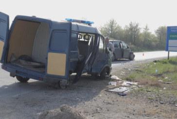 Жандармеристи ренени при катастрофа със служебен микробус