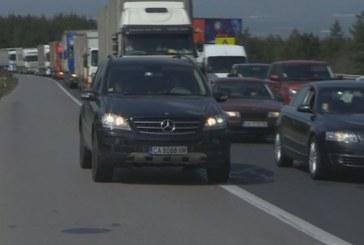 След жестоката трагедия на магистралата! Водачи карат в аварийната лента