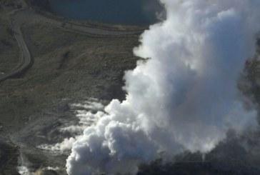 Ужас в Япония! Изригна вулкан, всичко е в дим и камъни
