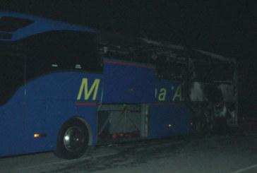 Стана ясно на коя фирма е запалилият се на път за Гюешево автобус
