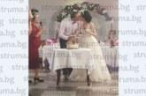 МЕНДЕЛСОН! Дъщерята Зорница първа от тризнаците на общинската съветничка Радослава Иванова мина под венчило, братята я предадоха на избраника й