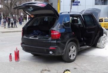 Джип БМВ пламна в движение в центъра на Благоевград