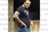 Срязаха четирите гуми на аудито на известния наркобос Атанас Мечев-Гаргата в центъра на Разлог
