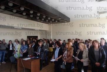"""Певицата с 40 г. стаж в ансамбъл """"Пирин"""" Стойка Германова сред новите 68 съдебни заседатели, прочете клетвата"""