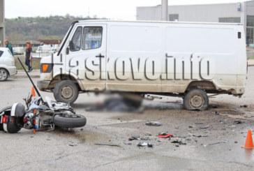 Моторист загина при удар с микробус