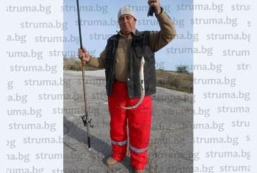 ХОБИ! Служителят в Спешна помощ – Благоевград С. Маламов релаксира с риболов, обича да похапва змиорка и лаврак