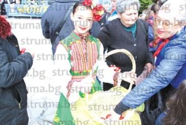 Първокласничка спечели конкурса по надчукване с яйца в Банско