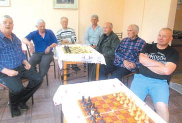 Бизнесменът Ил. Димитров оглави шахмата в Кресна