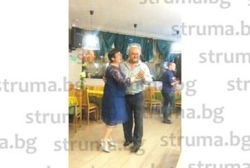 Дупнишка адвокатка изненада с близките си съпруга за 60-г. юбилей с екскурзия