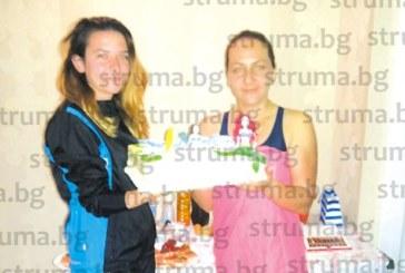 Разрязаха торта с русалки за 5-ия рожден ден на клуба по водна аеробика в Благоевград