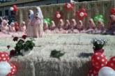 19 момичета от с. Горно Краище завършиха хатим на общоселско тържество на препълнен площад