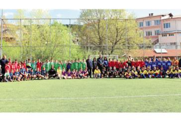 Децата на Дебрен с шампионската купа в международен турнир по футбол
