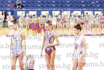 УСПЕХ ЗА ДЪЩЕРЯ НА ИЗВЕСТНИ БЛАГОЕВГРАДЧАНИ! Гимнастичката Биляна Писова спечели бронзов медал в Белград със съчетание на бухалки, канят я в Унгария и Малта