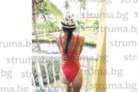 Приятелката на голаджията от  Крупник М. Тошев разпуска по белите плажове на Панама, докато той се поти в тренировки за влизане в Лига Европа