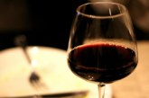 Червеното вино – най-големият враг на кожата сред питиетата