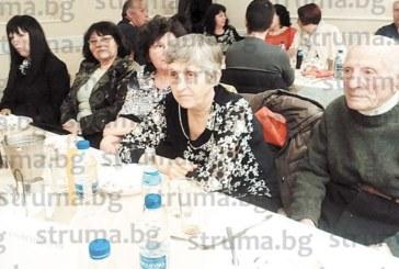 90 лекари, медицински сестри… работили в закритата преди 7 г. бобовдолска болница, събра на купон бившият шофьор на линейка Ив. Маноилов