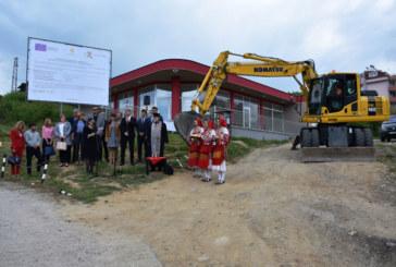 Кметът Камбитов  направи първа копка на обект Благоустрояване на IV микрорайон