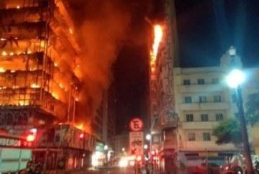 ОГНЕН АД! Два блока пламнаха, ужасени хора скачат от прозорците