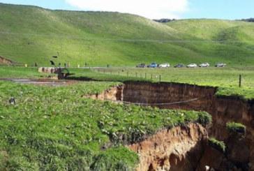 Земята под Нова Зеландия се разцепи