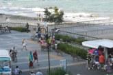 Паника в Буграс! Мъж скочи в морето и вдигна спешните екипи на крак