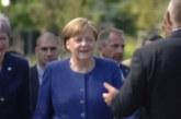 Меркел, Макрон и Мей пристигнаха пеша по Моста на влюбените
