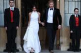 Първи СНИМКИ на Меган и Хари на път за сватбения прием