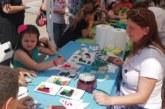 Родители и деца се забавляват заедно по време на Детски панаир в Благоевград