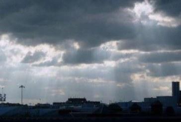 Страшна буря удари София! Небето почерня, изсипа се пороен дъжд